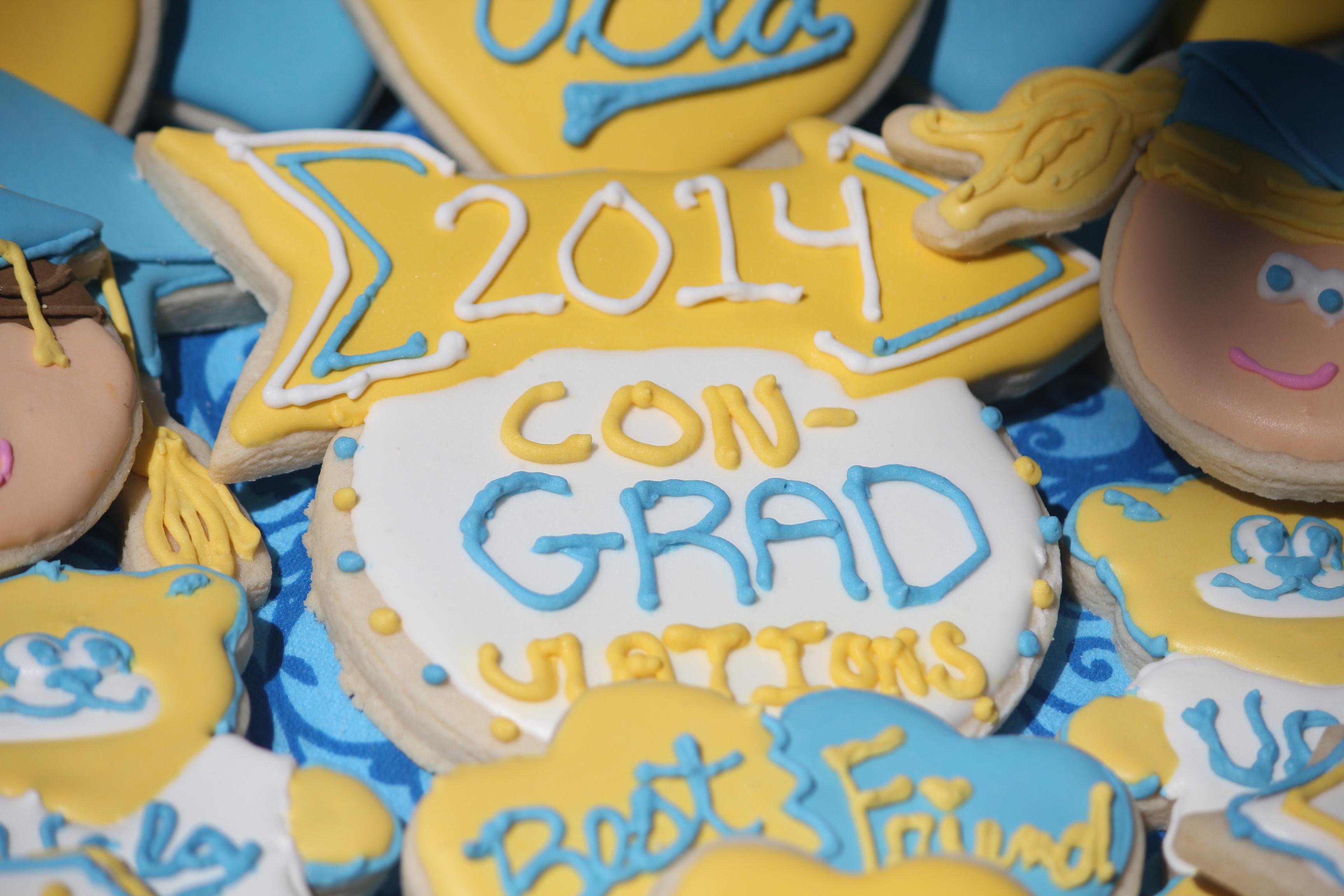 Con-grad-ulations Graduation  Sugar Cookies | SugaredandIced.com
