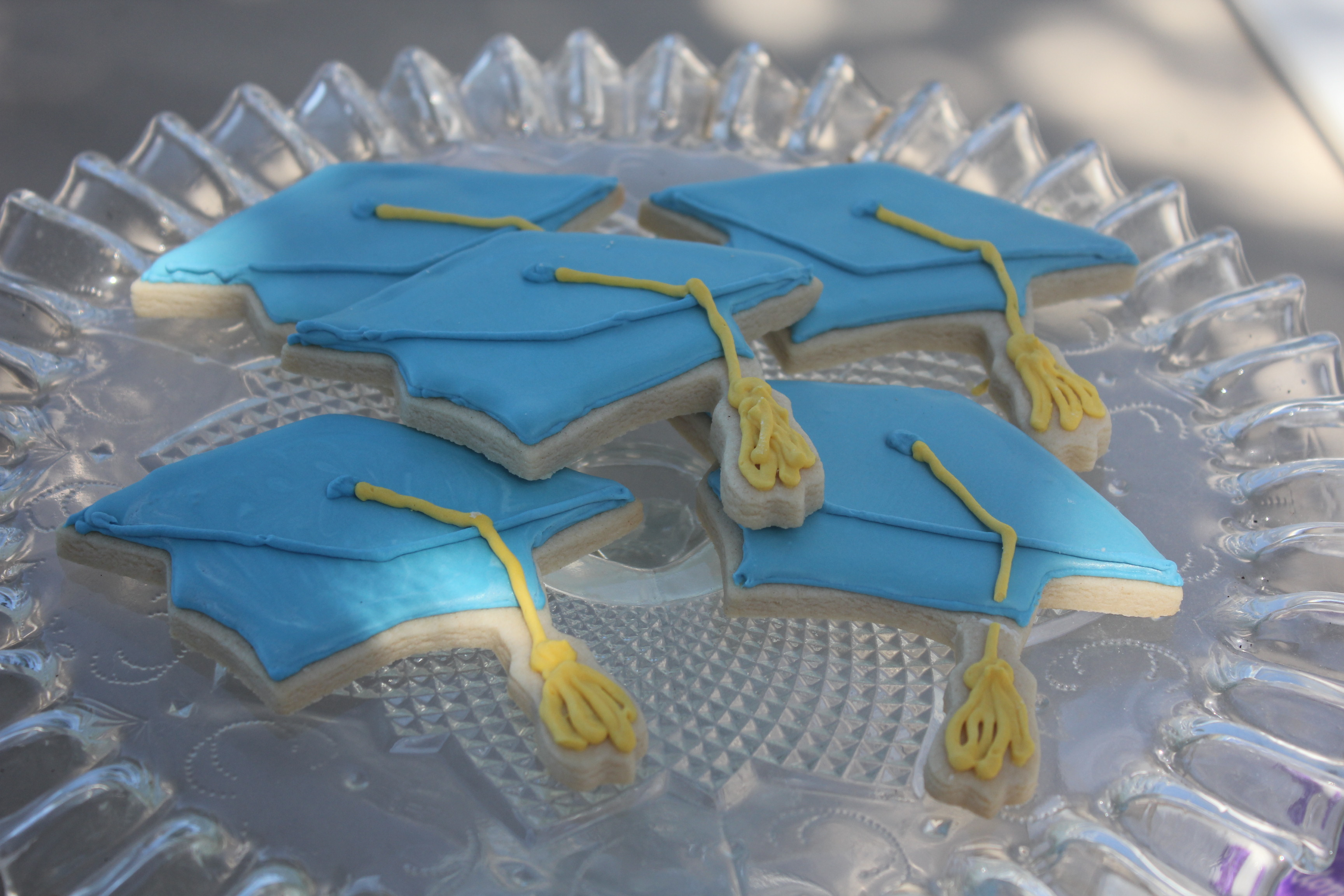 Graduation Cap Sugar Cookies | SugaredandIced.com
