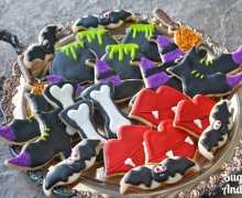 Halloween Sugar Cookies | SugaredAndIced.com
