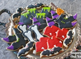 Halloween Sugar Cookies | SugaredAndIced.com