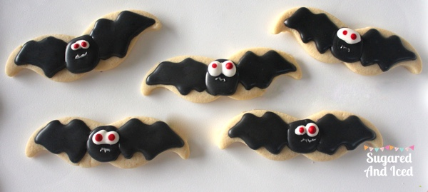 Halloween bat sugar cookies | SugaredAndIced.com