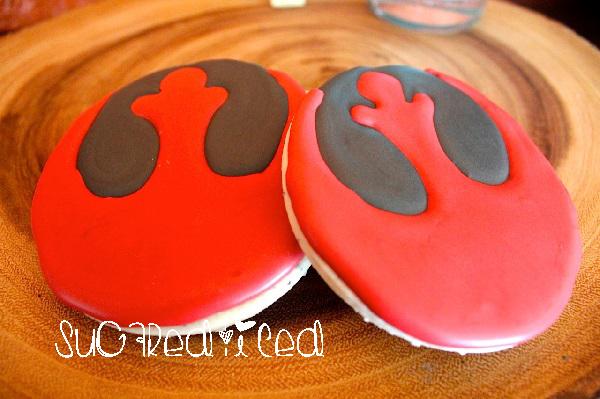 Star Wars Rebel Cookies | SugaredandIced.com